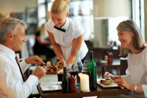 rhone-service-hotellerie-serveuse